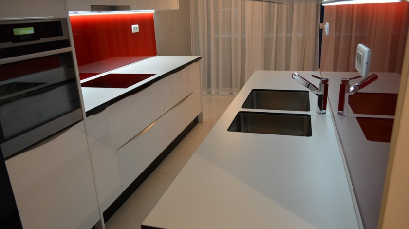 Kitchen and kitchen area are defined by the organization of the whole living area on one hand and the role with which it has to meet the requirements of quality family functioning.