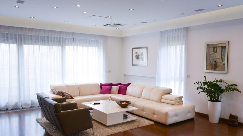 Sve raznovrsniji zahtjevi prema dnevnoj sobi kao središtu cjelokupnog kućnog života, doveli su do novih oblika uređenja.